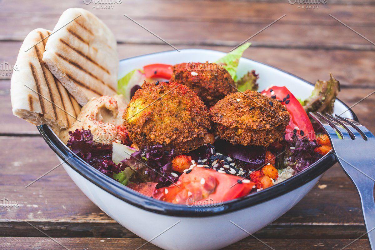 Israeli Street Food Falafel Salad In 2020 Falafel Salad Food Street Food