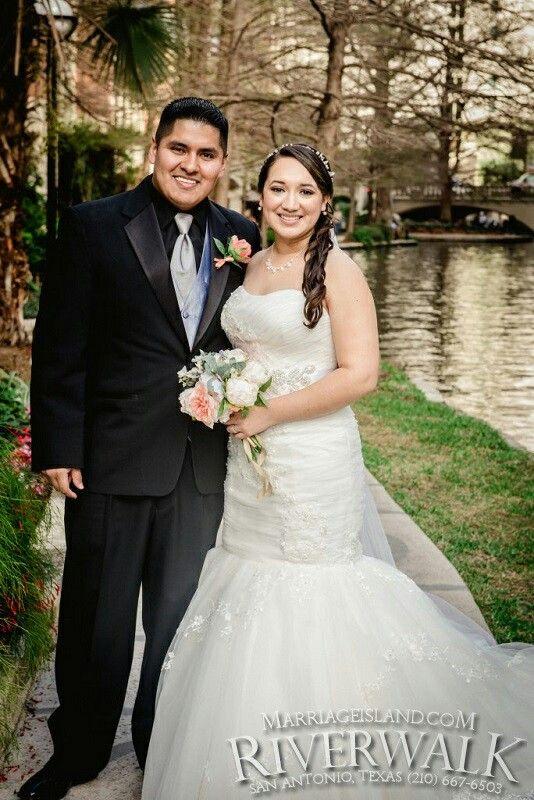 Spring Wedding San Antonio Riverwalk   Marriage Island   All Inclusive San Antonio Riverwalk Weddings   www.MarriageIsland.com  (210) 667-6503