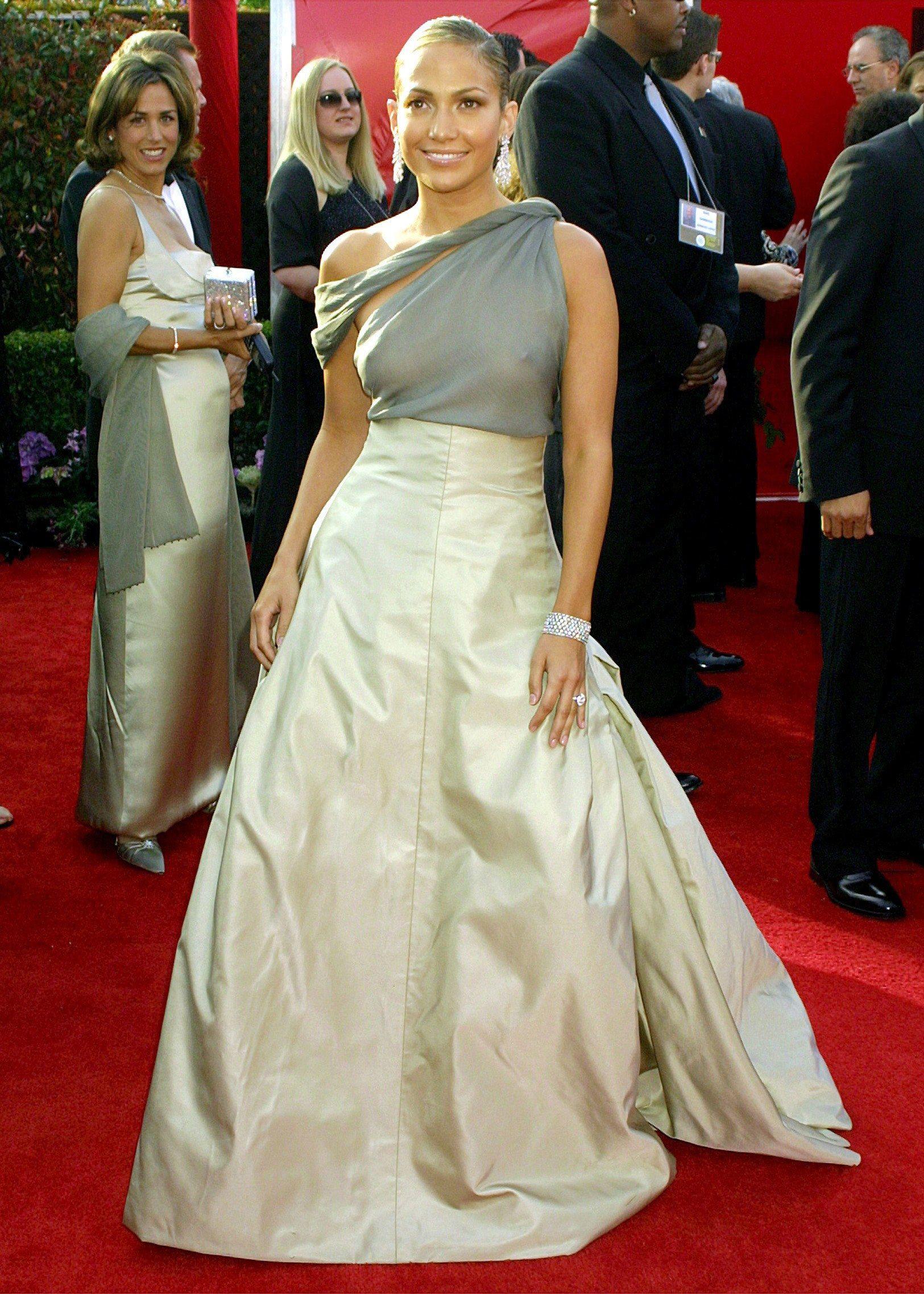 fbd0968f9fc Jennifer Lopez s Most Breathtaking Oscars Fashion Moments