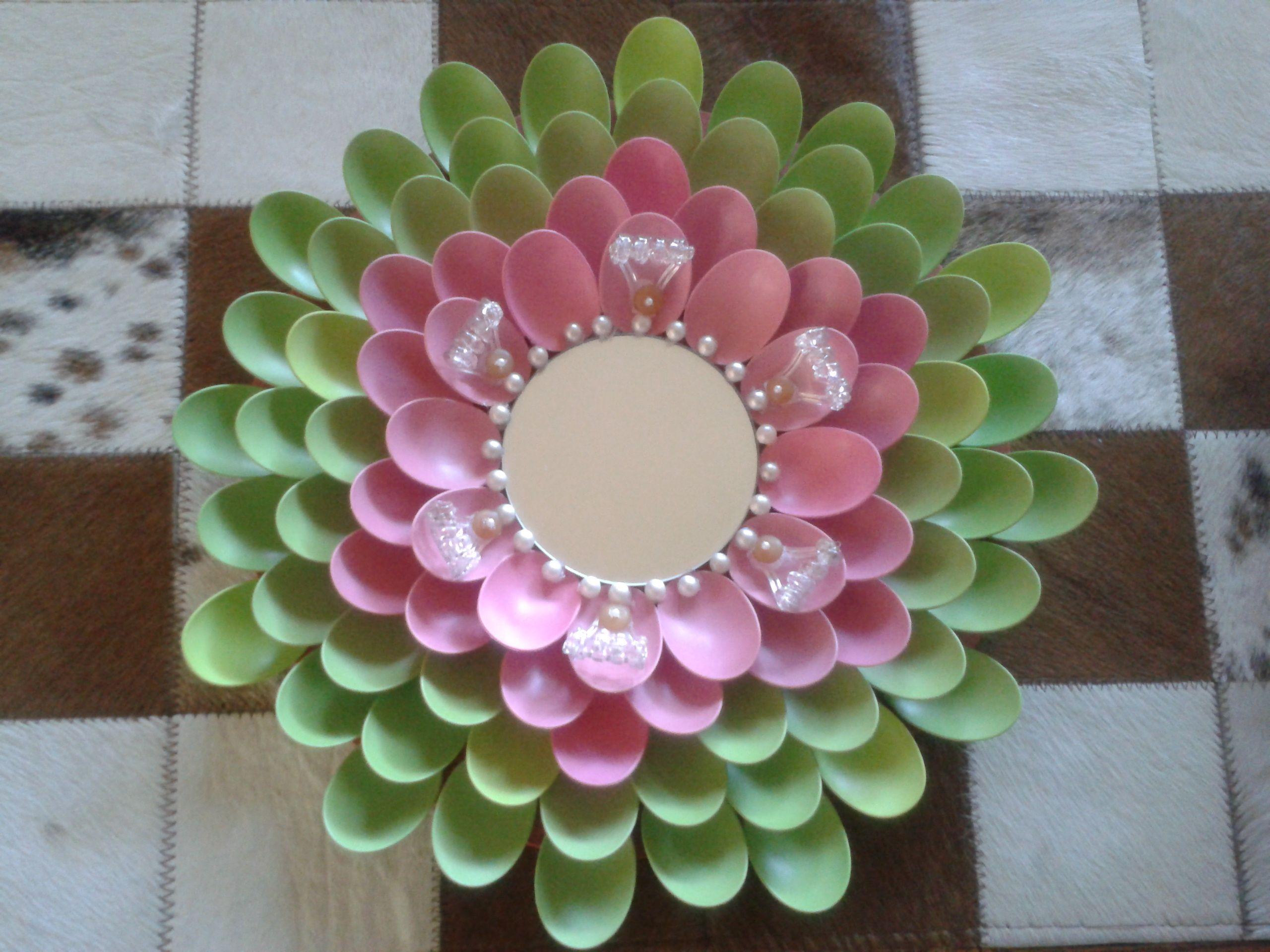 Reciclaje espejo con cucharas para tomar helado que - Espejos para manualidades ...