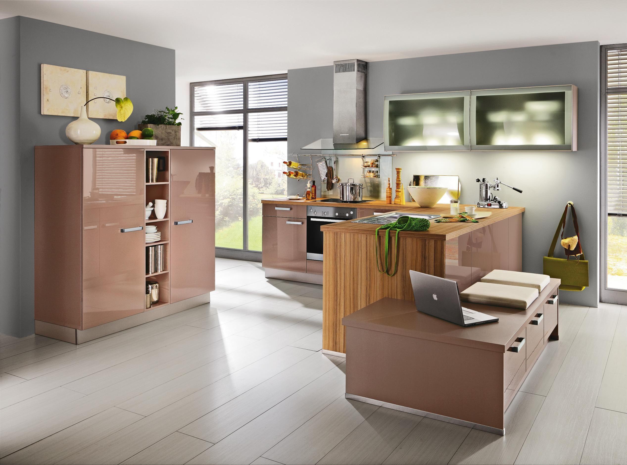 Einbauküche von DIETER KNOLL glänzende Elemente für ein