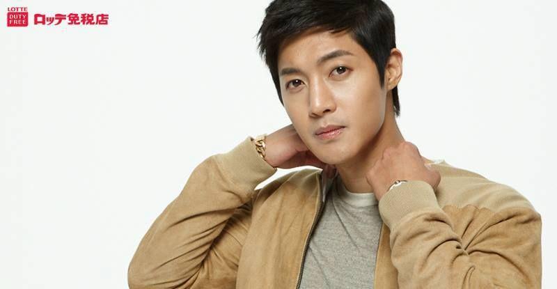 Kim Hyun Joong Boys Over Flowers Playful Kiss SS501 Barefoot Friends