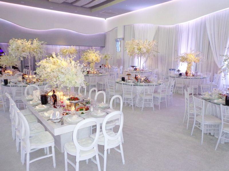 Gorgeous dendrebium orchids. All white wedding.