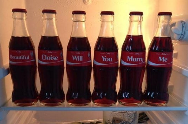 A Man Asked His Girlfriend To Marry Him Using Coca-Cola Bottles