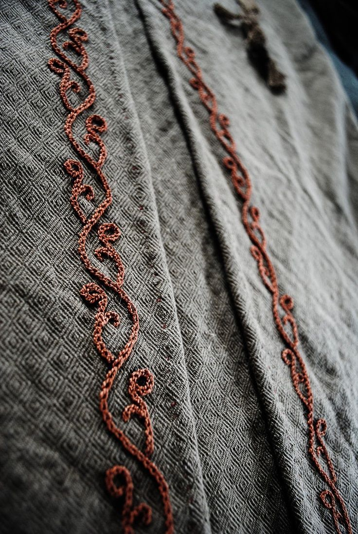 935e2922df8ac97f4334e4707fce34b5 Jpg 736 1 099 Pixels Viking Embroidery Medieval Embroidery Viking Pattern