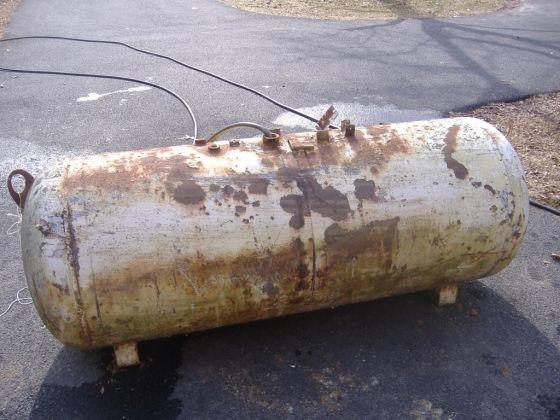 Turning a propane tank into a BBQ Smoker