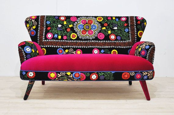 patchwork sofa with suzani fabrics 2 adorable chairs pinterest mobilier de salon. Black Bedroom Furniture Sets. Home Design Ideas