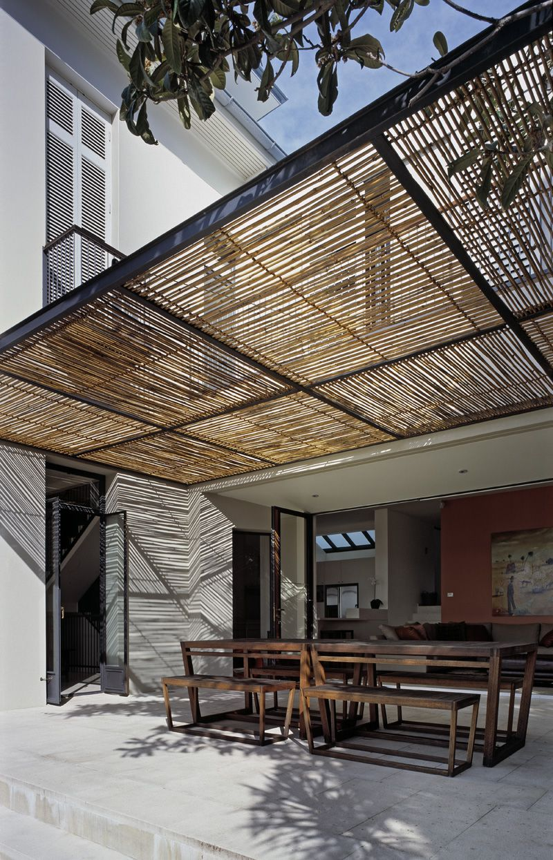 ombri re m tal et canisse ext rieur pinterest pergola ext rieur et veranda. Black Bedroom Furniture Sets. Home Design Ideas