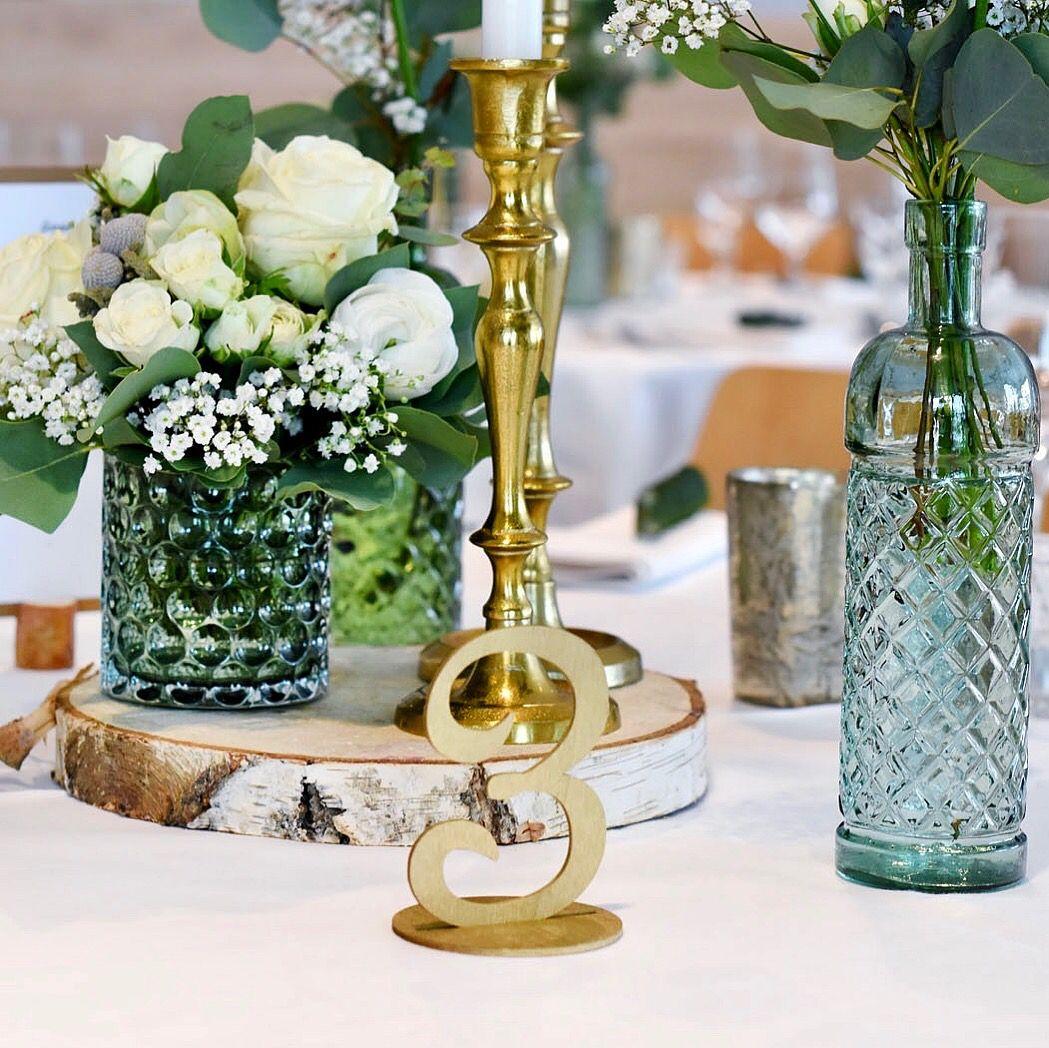 Tischdeko Hochzeit Weiss Grun Mit Goldenen Kerzenstandern Und