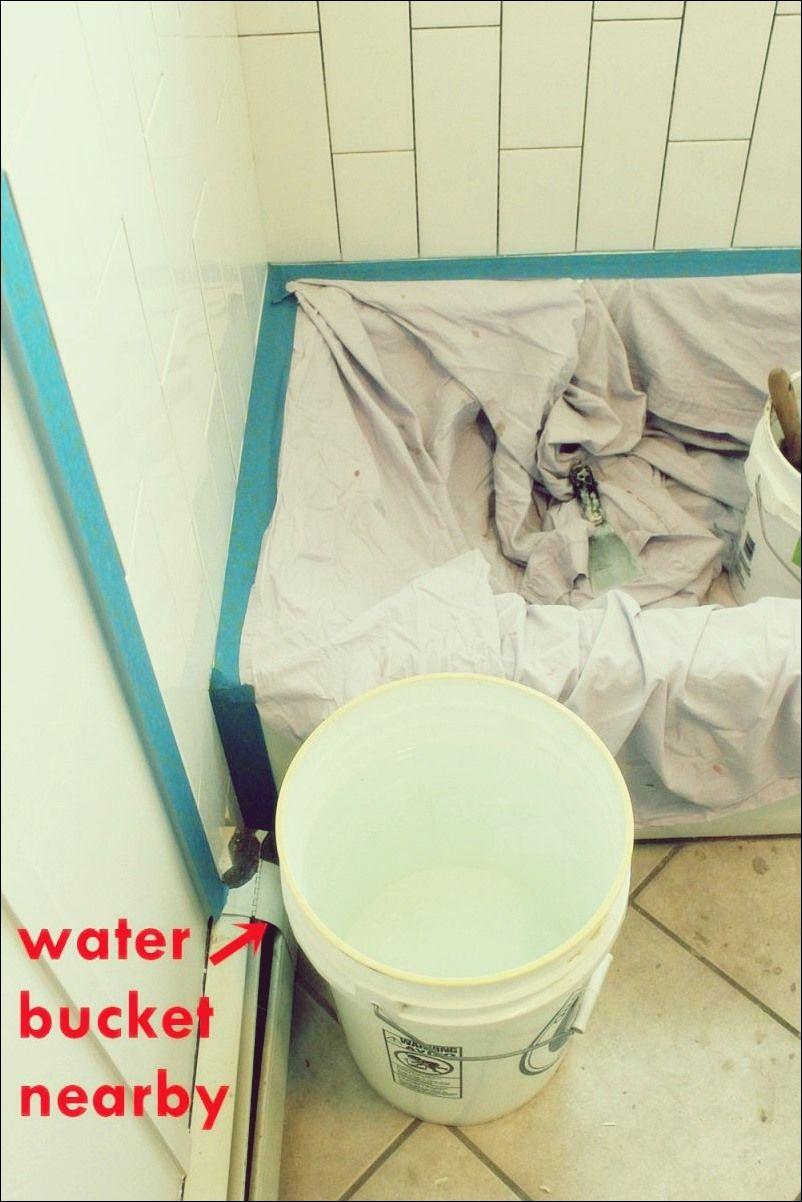 Wie Man Eine Duschwannenverkleidung Auslegt Teil 2 Verfugen Versiegeln Und Verstemmen Mit Bildern Verfugen Verkleidung Badewannenverkleidung