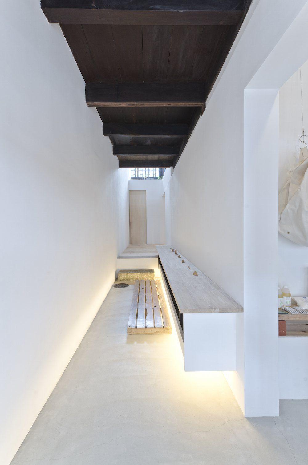 Endo Room Design: AWOMB By Endo Shojiro Design
