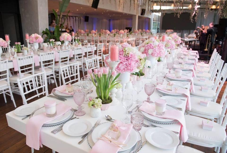 Υβόννη Μπόσνιακ Αντώνης Ρέμος Φωτογραφίες από την παραμυθένια ροζ διακόσμηση της βάφτισης κόρης τους Tlife Gr