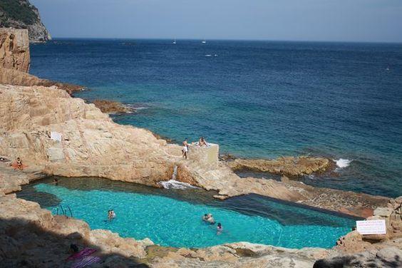 La piscina natural de begur es cau se encuentra al borde del mar en la costa rocosa entre - Aiguablava piscina natural ...
