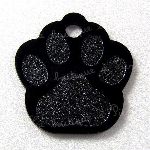 Médaille Patte noire assortie à son pelage de chat noir. http://www.laboutiqueapierrot.com/medailles-chat/details/751/6/medailles-pour-chat/medaille-pour-chat-patte-alu-28cm-x-26cm-noire #laboutiqueapierrot #médaille