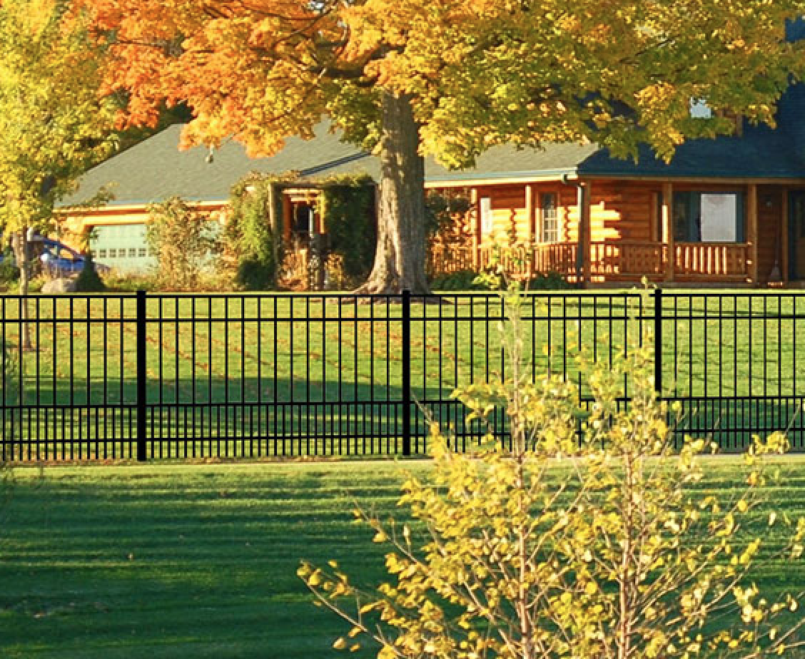 The Charleston Style Fencing Features Closely Spaced Pickets At The Bottom For Added Security Fences Alternative Aluminum Fence Charleston Style