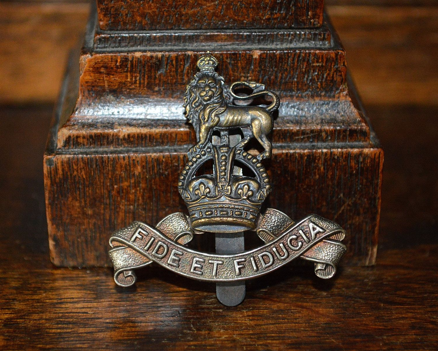 """4/"""" THE KINGS OWN REGIMENT  x2    THE RIFLES BRITISH ARMY  BADGES MILITARY"""
