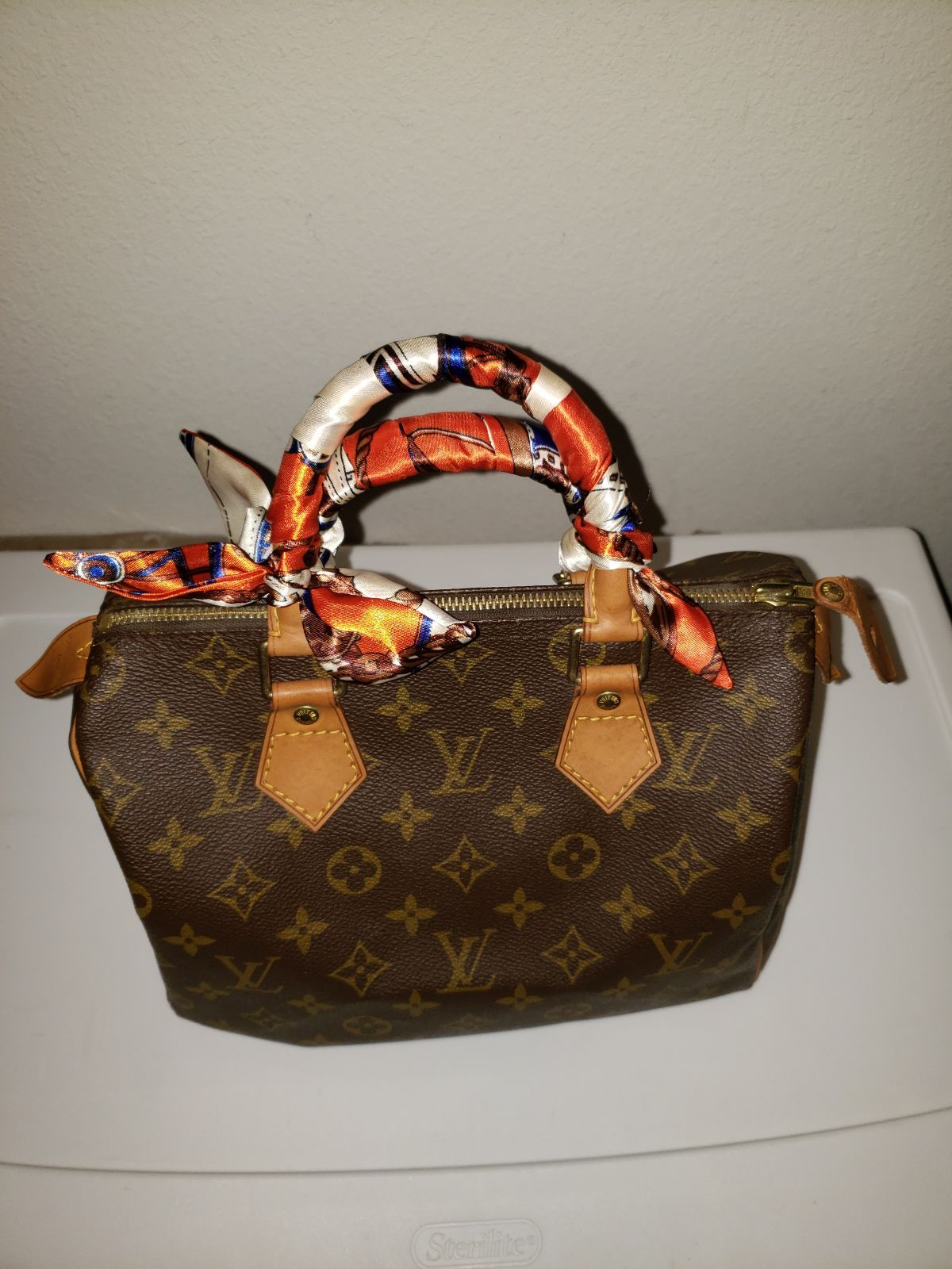 Preloved Speedy 25 Honey Patina Color Pls Check The Flaws Of This Purse Before You Purchase If Louis Vuitton Speedy 25 Louis Vuitton Louis Vuitton Speedy