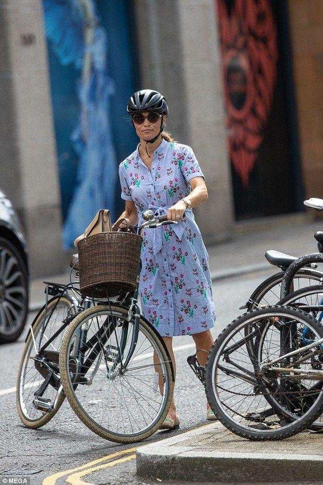Pregnant Pippa Middleton Whizzes Around London On Her Bike -2946