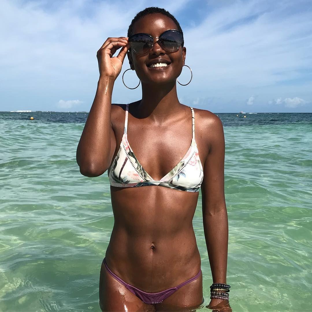100 Images of Andrea Bordeaux Bikini