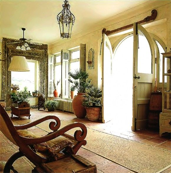 Rustic Spanish Style Sea Island House: French Colonial Style Interior Decor