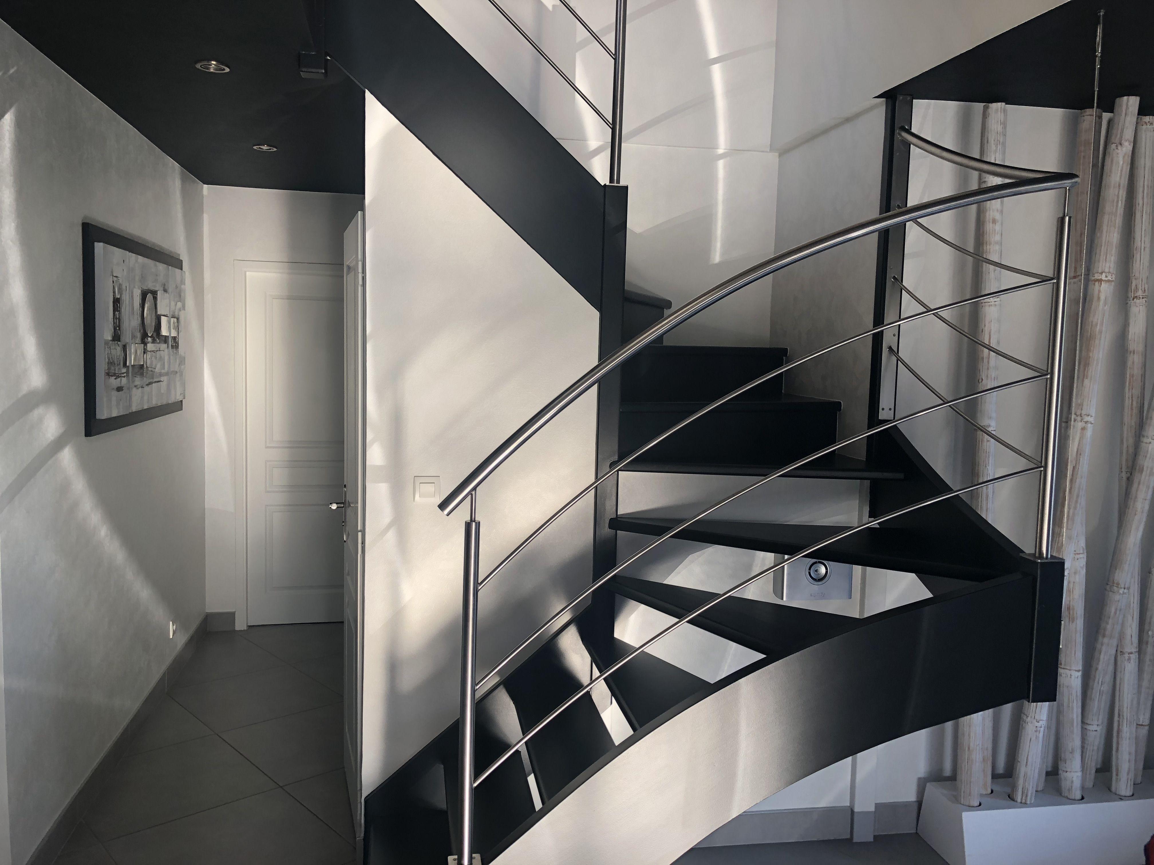 Peinture Escalier Noir Mat relooking d'escalier existant pour un résultat tout en
