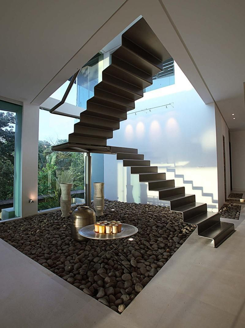 Escalier sans rampe ni main courante en 12 designs cool