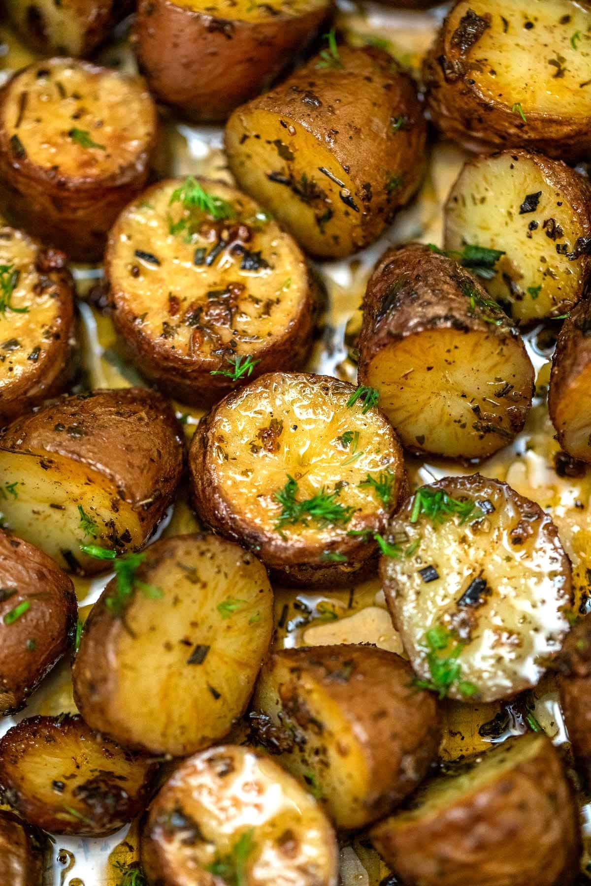 Oven Roasted Baby Red Potatoes | Recipe in 2020 | Roasted ...