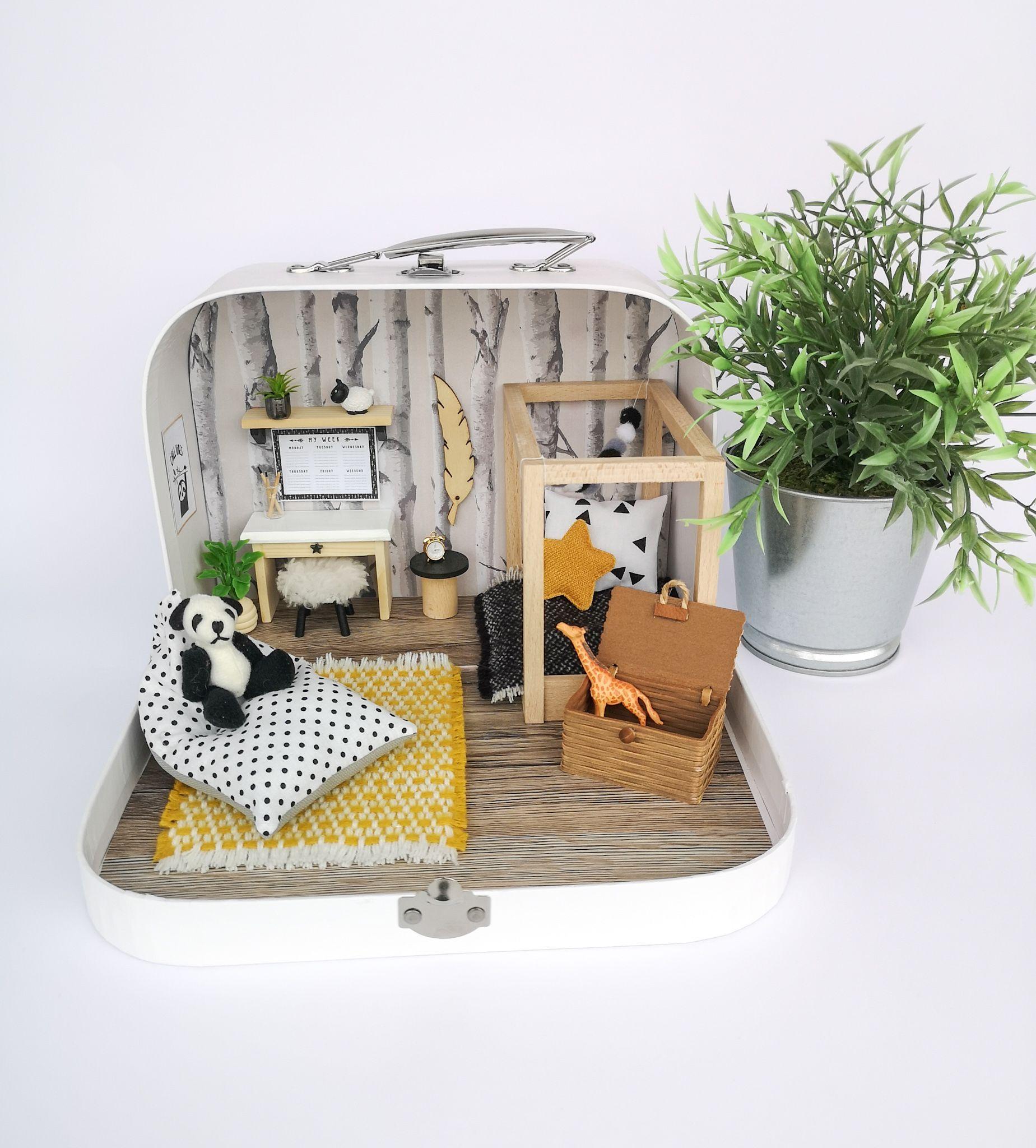 1:12 Scale Non Opening Suitcase Tumdee Dolls House Miniature Travel Holiday