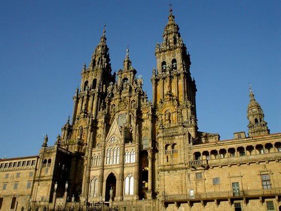 de voorgevel van de St. Jakobskathedraal van Santiago de Compostela