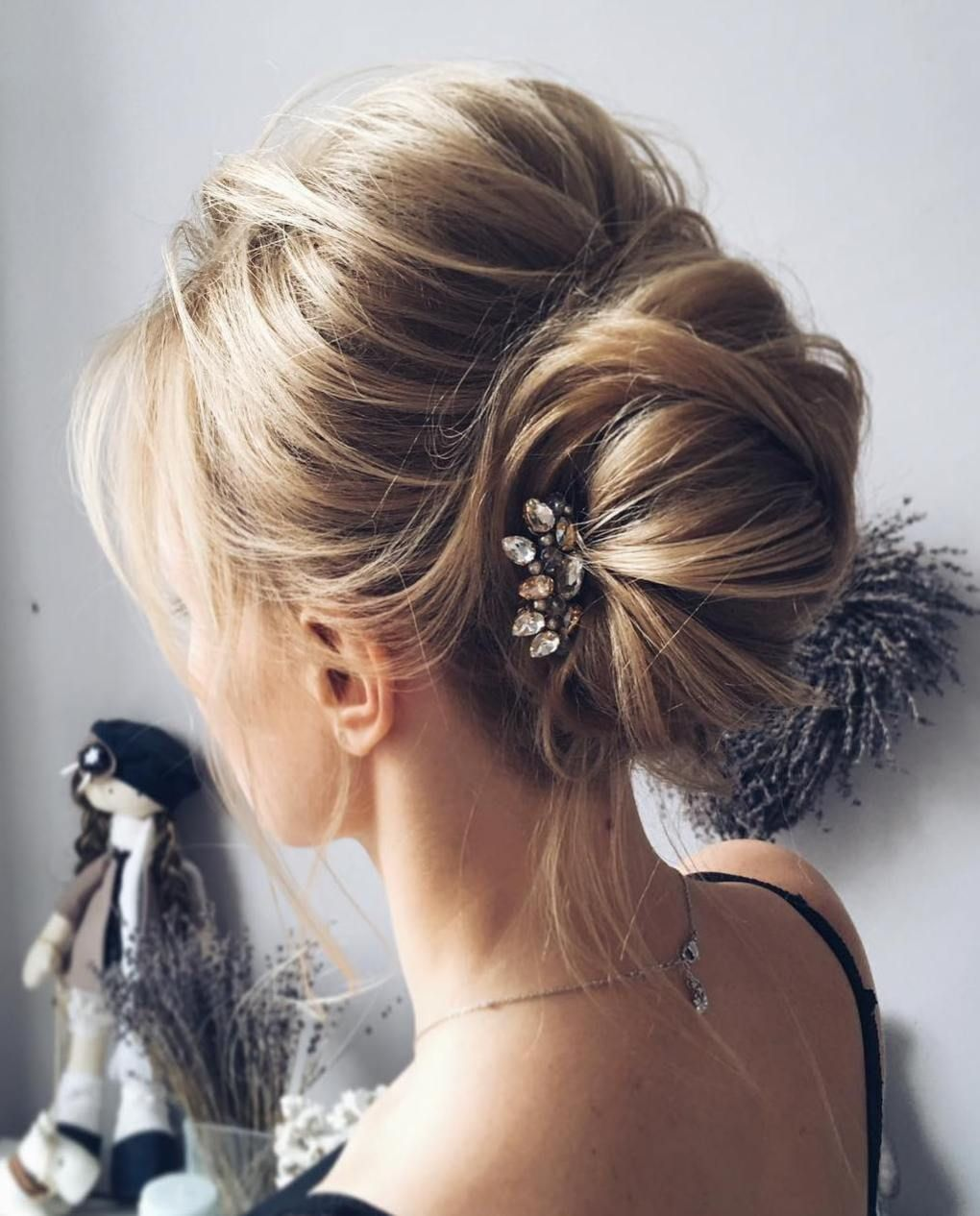60 updos for thin hair that score maximum style point | messy buns