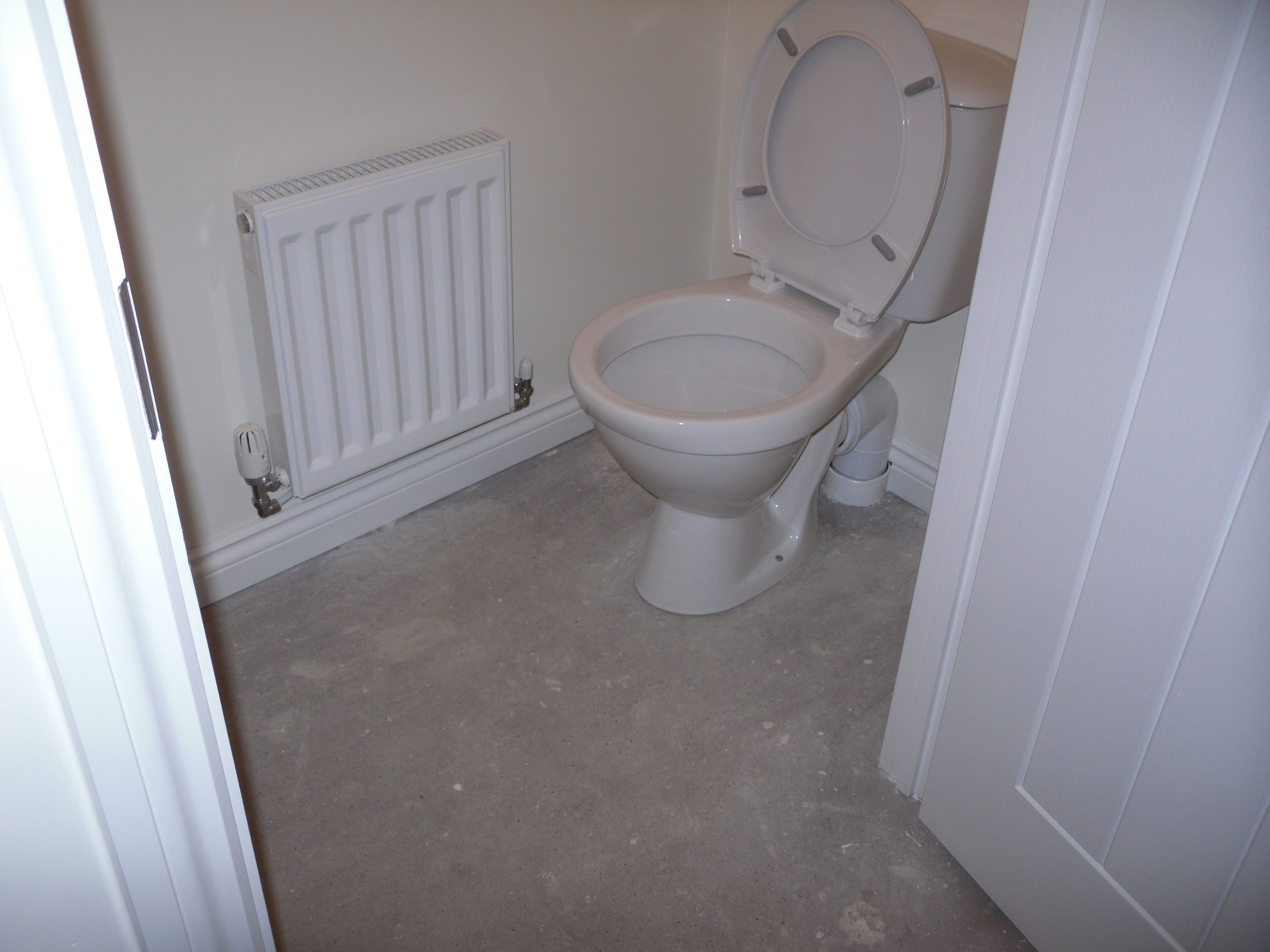 Wonderbaar Downstairs WC - loo. With radiator moved along so can fit in wall LK-09