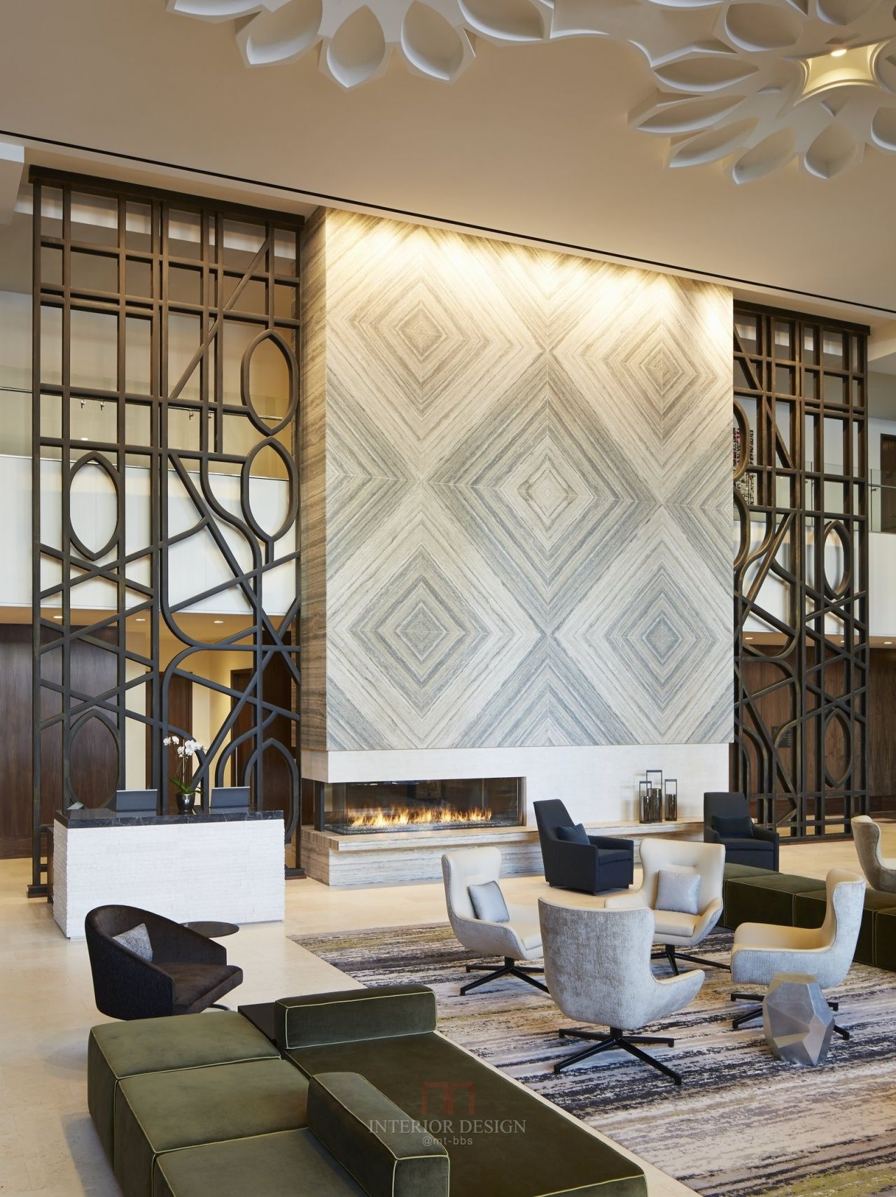 Loews chicago o hare hotel hotel lobby for Hotel lobby decor