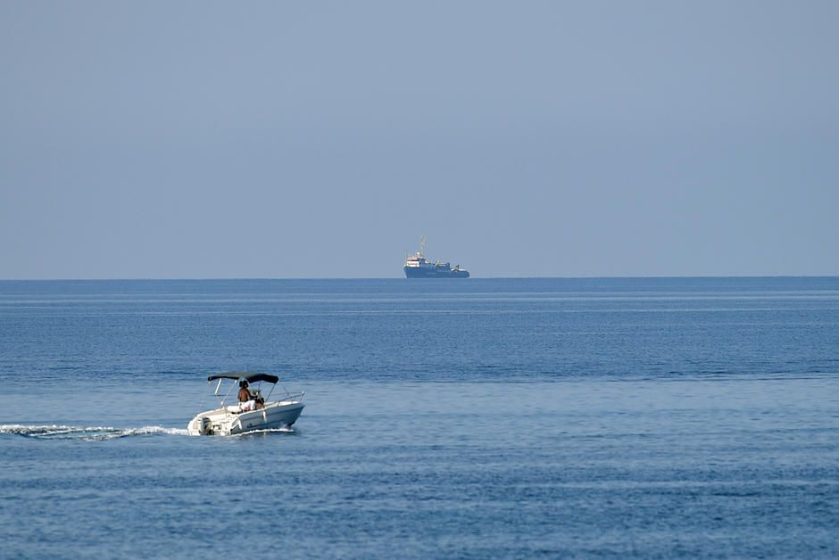 Insolite En Plein Confinement Ils Naviguent Vers Lampedusa Pour Verifier Que La Terre Est Plate En 2020 Insolite Terre Plate