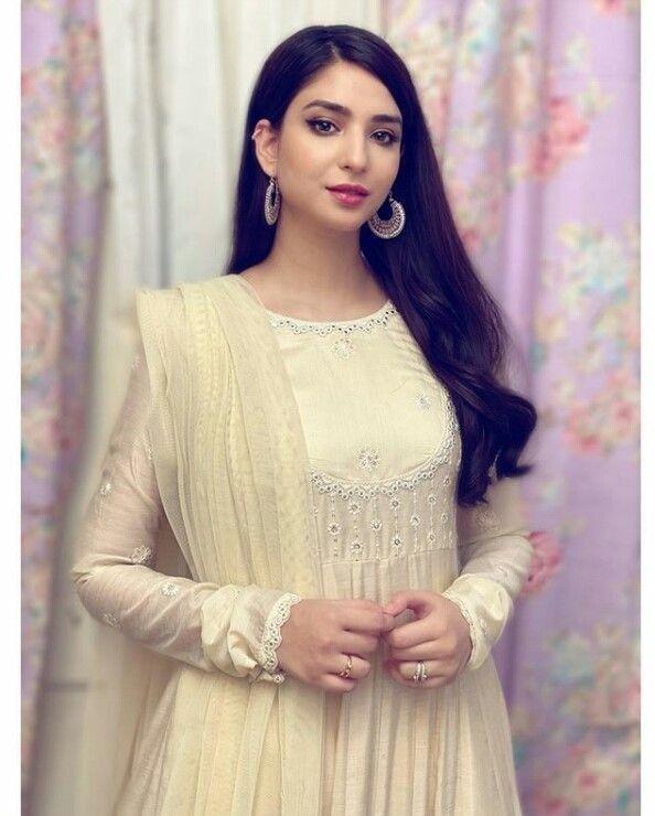 Pin by Kesar 💞 sayyd on dpz girls   Simple pakistani