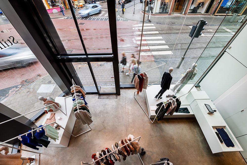 MAAQ ontwerpt het interieur van Atelier Stills Antwerpen i.o.v. Doepel Strijkers, na succes in Amsterdam wat een nominatie voor de Dutch Design Award opleverde. Het 3D-grid is vertaald naar een verstilde, minimalistische versie.