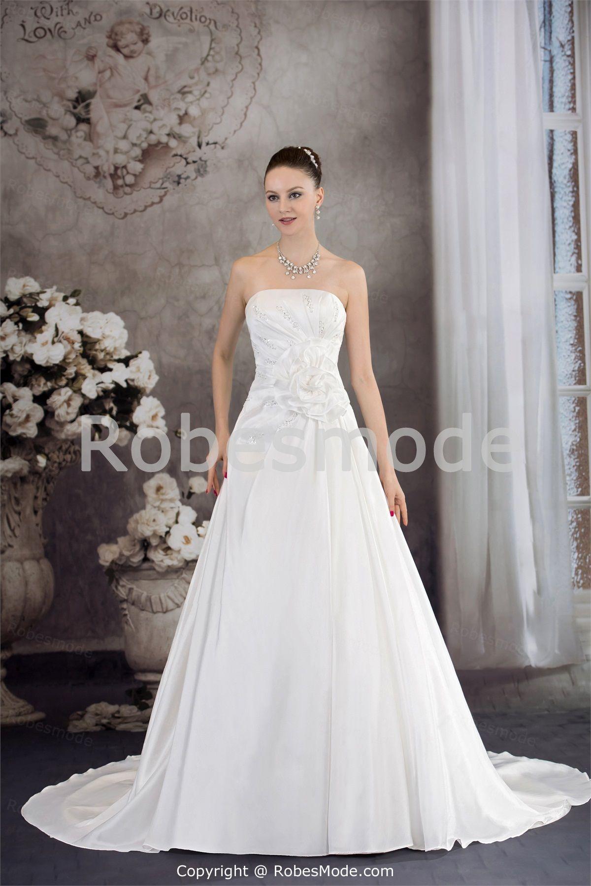 Robe de mariée A-ligne sans bretelles ornée de fleur et de perles en satin et taffetas à traîne palais €175.99