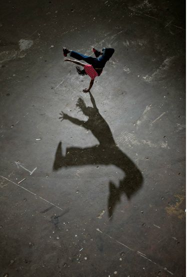 Shadow play. Breakdancing, B-boy Jonathan.