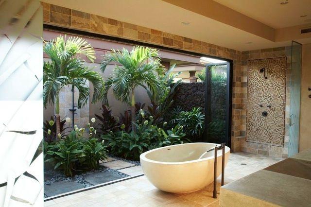 tropische pflanzen palmen sichtschutz glaswand innenhof badezimmer bad ideen pinterest. Black Bedroom Furniture Sets. Home Design Ideas