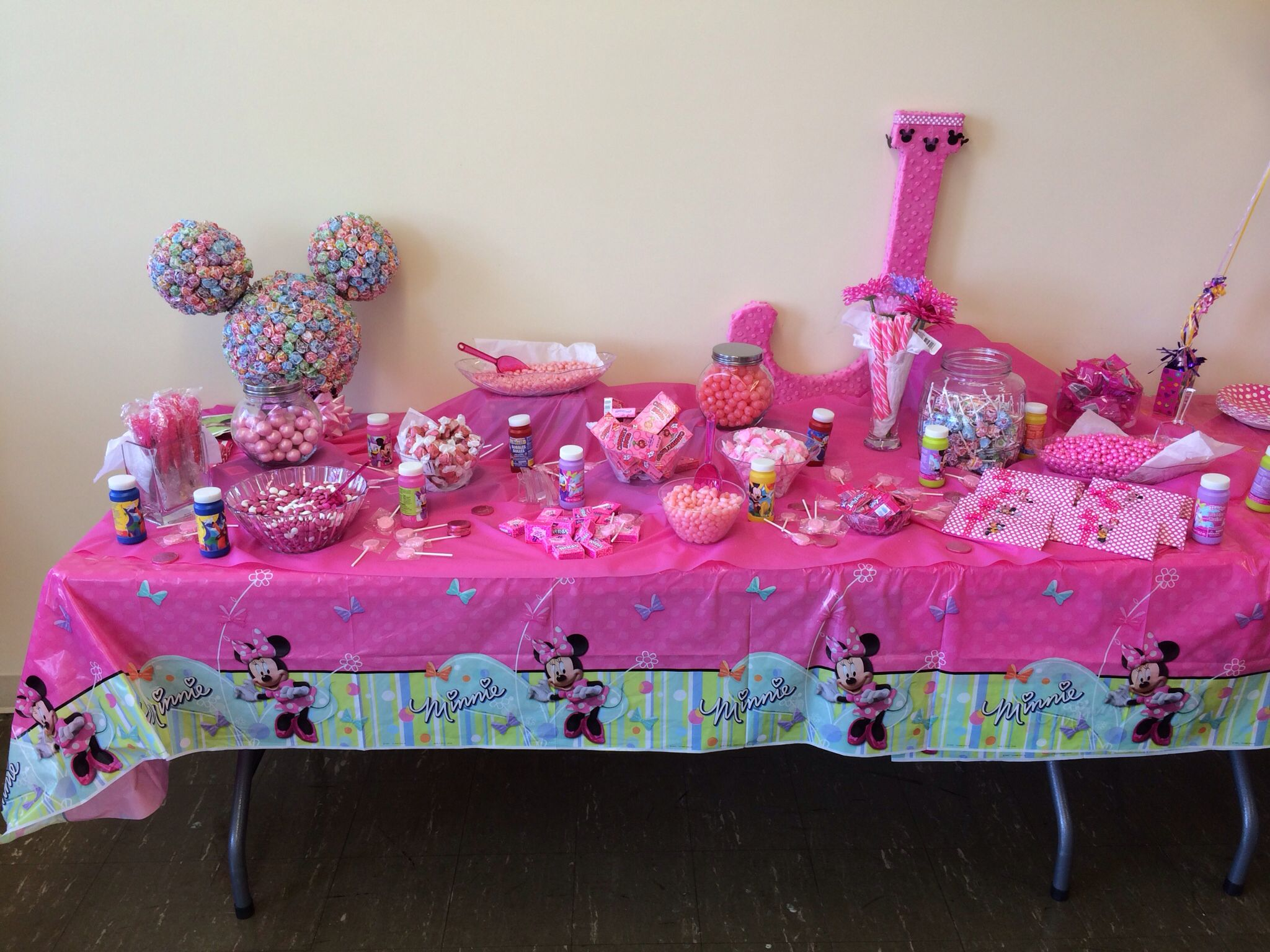 Jordyns candy bar for her Minnie Mouse Birthday party.