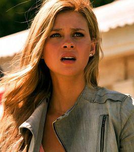 Nicola Peltz (as Tessa) in Transformers 4 movie: gray ...  Nicola Peltz (a...