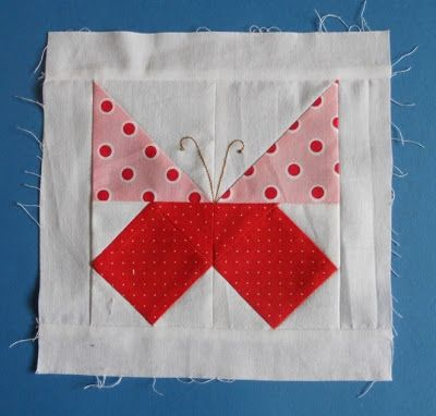 Video Tutorial ~ paper piecing   patterns | http://fabricshopperonline.com/video-tutorial-paper-piecing-patterns/