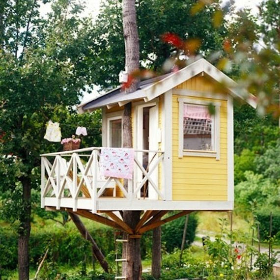 Cute painted treehouse - perfect for youngsters!