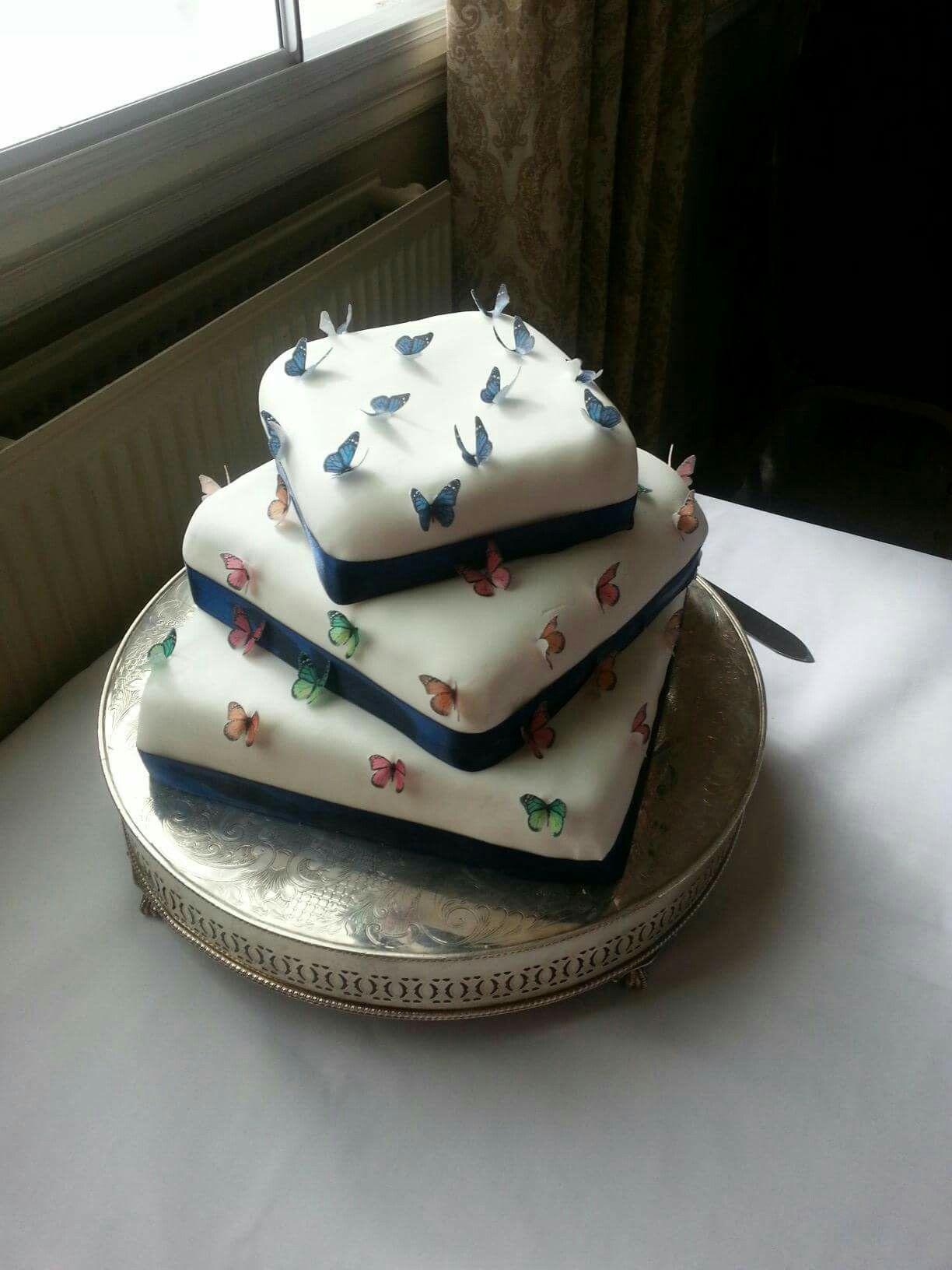 Sacrewell farm wedding cakes
