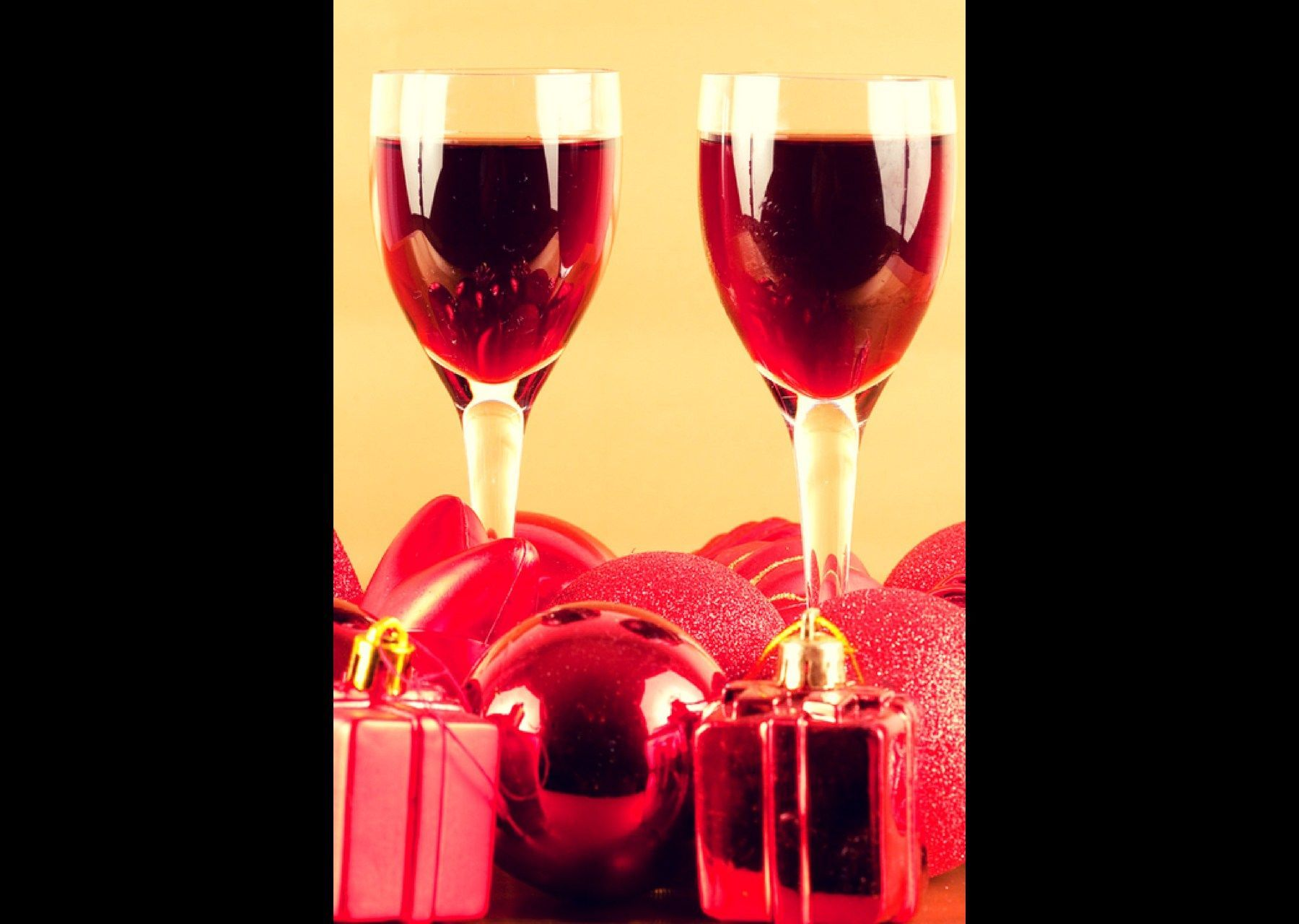 Enjoy This Sip Of Wintertime Wine Celebrations Https Ckjyexports Net 2019 12 03 Wine Holiday Celebrations Ar Holiday Wine Wine Celebration Wine And Spirits