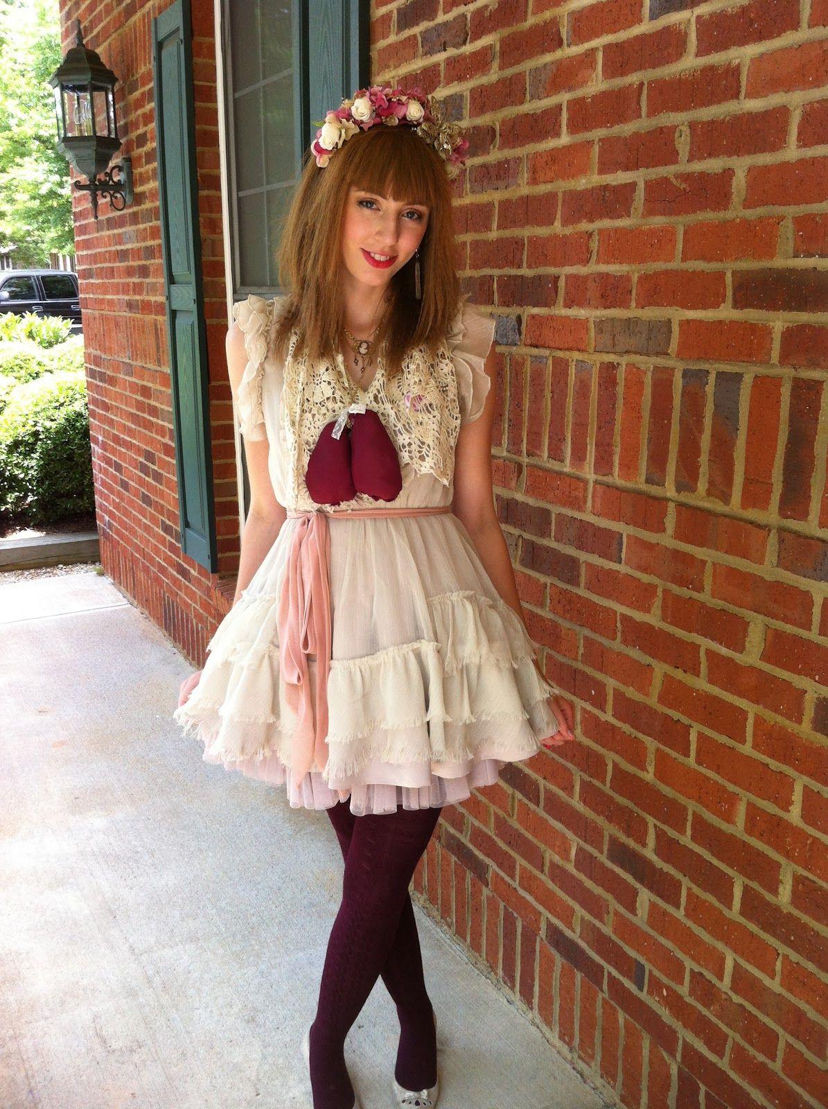 Monochrome Sparkle: Frill: A lolita convention report
