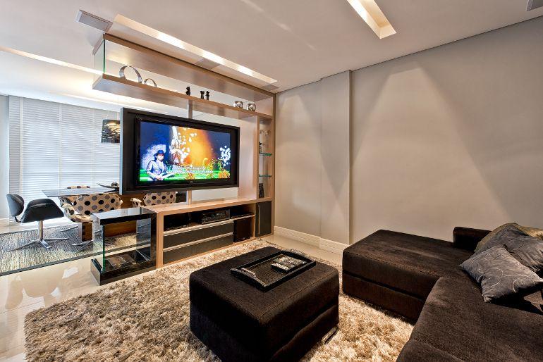 Estilo contemporneo e base neutra compem projeto de cobertura  Lugares y espacios favoritos  Salas modernas Salas e Paredes divisrias
