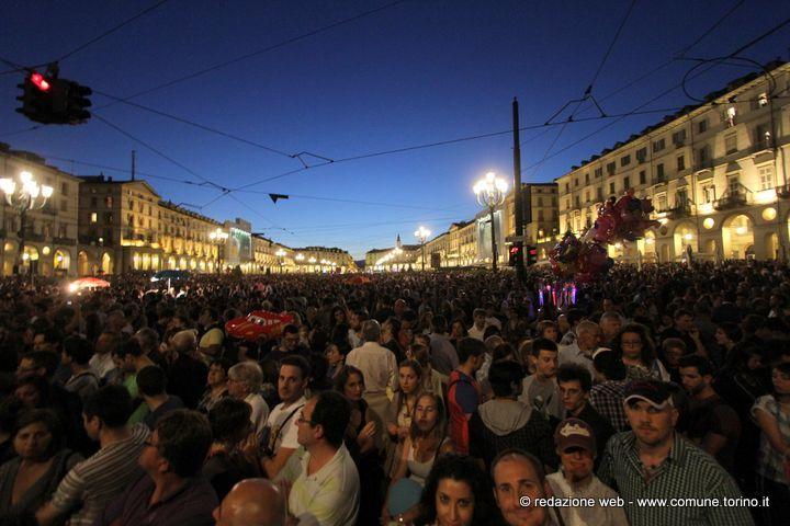 Piazza Vittorio Veneto durante i festeggiamenti di San Giovanni, patrono di #Torino.