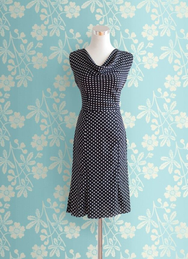 Date Night Dress - Kleid mit Wasserfallausschnitt #vintagefashion1950s