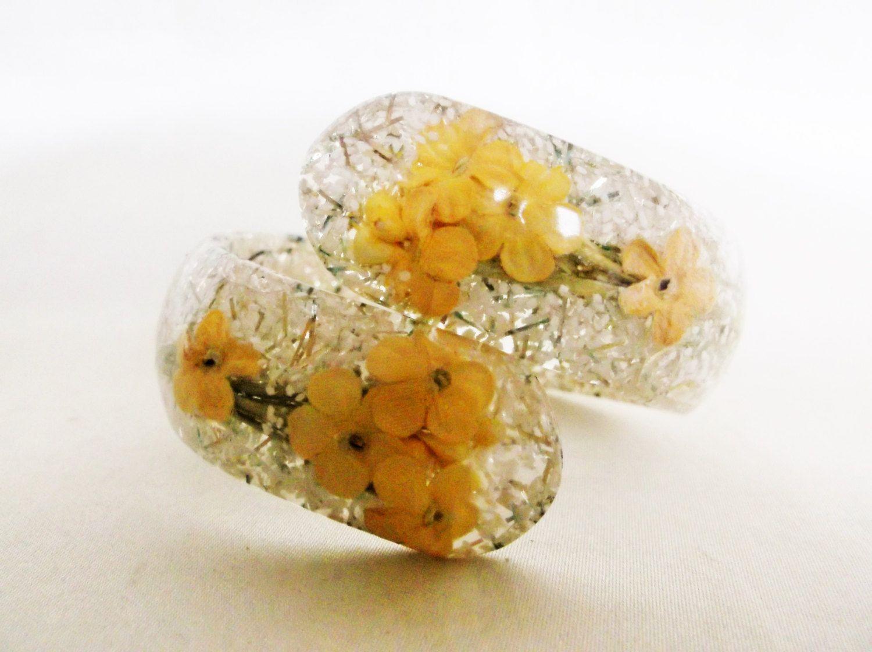Vintage Retro Confetti Lucite Bracelet Yellow Flower White Gold Confetti Bypass Bangle Bracelet Jewelry by MemawsTopDrawer on Etsy
