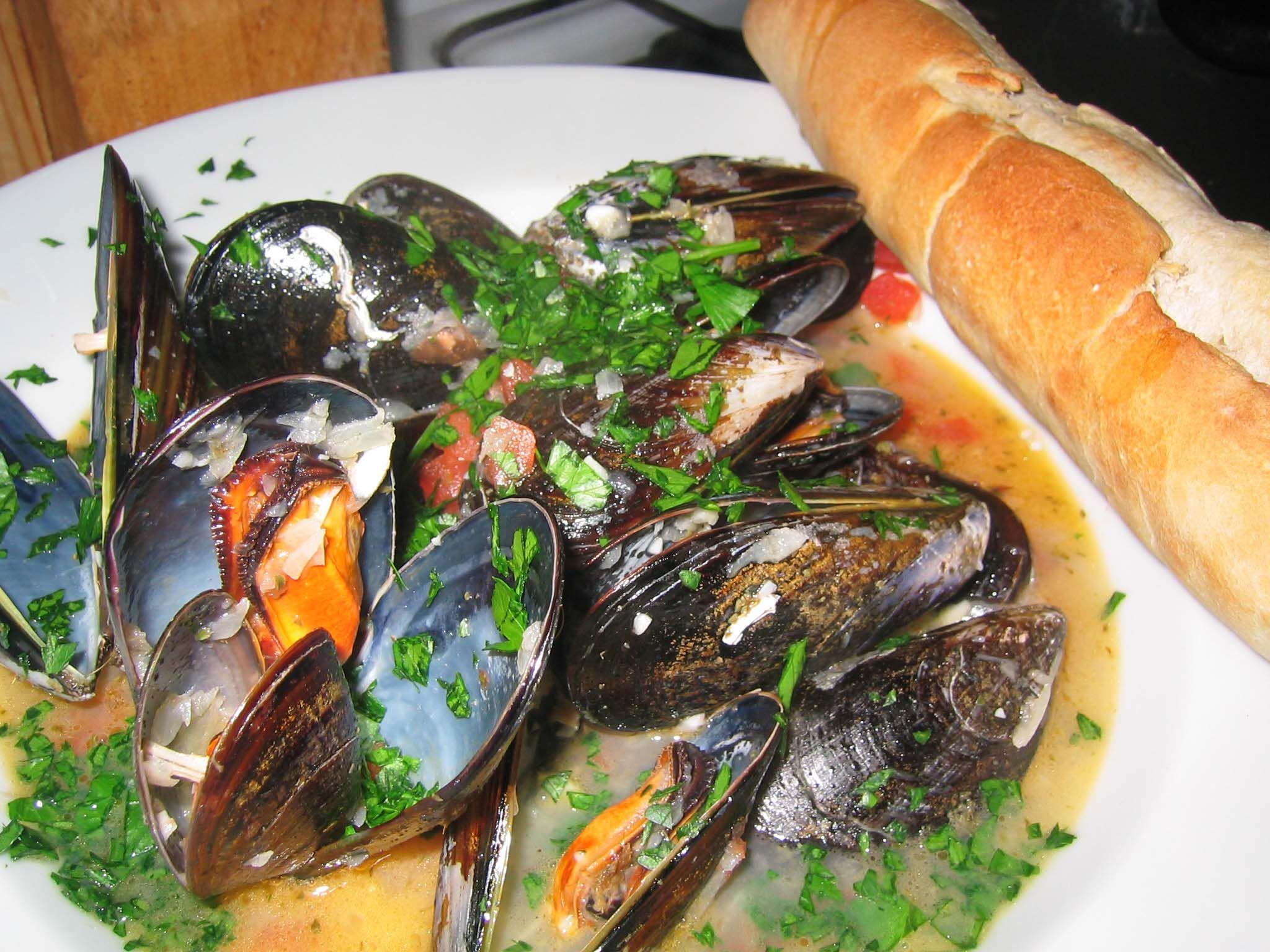 Mussels in White Wine Sauce | Genius Kitchen